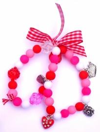 Elastisch armbandje dubbel! glaskralen en bedeltjes roze/wit/rood