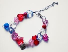 Kralenarmbandje roze/rood/blauw met bedels