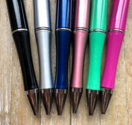 Pen voor de juf (keuze uit 6 kleuren) met tekst en bedels