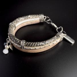 Prachtige armband, verstelbaar met metalen elementen w.o. bedel forever