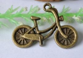 4 x tibetaans zilveren bedel van een oma fiets 18 x 26mm geel koper