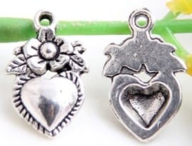 10x Prachtige Tibetaans zilveren bedel hart met bloem 19x12mm