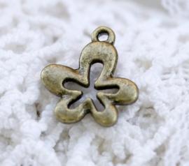 6 x Tibetaans zilveren bedeltje van een bloem 17 x 15 x 2mm gat: 1,5mm geel koper kleur