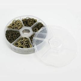 1 doosje met gemengde  jump ringetjes 4~10mm in diameter, dik 1mm geel koper kleur