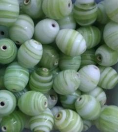 10 Stuks Glaskraal India ovaal licht groen/wit gestreept 11 mm