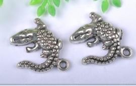6 x tibetaans zilveren bedeltje van een krokodil 14 x 14mm