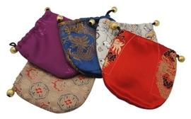 5 stuks schitterende (ruime)  Chinese cadeauzakjes van echte zijde 130x 130 x 3mm met kralen, met borduurwerk