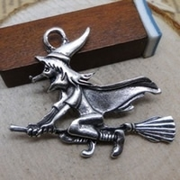 2 x Tibetaans zilveren hanger van een heks op een bezemsteel  37 x 30mm, gat: c.a. 2mm