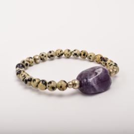 Per stuk Prachtige kralenarmband écru gemeleerd/bewerkt, zilver met elastiek, voorzien van mooie edelsteen