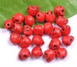 10 keraniek Howlite skulls rood c.a. 10mm Gat: 1mm