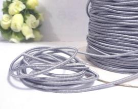 1 meter zilver elastisch draad van rubber voorzien van een laagje stof 2,5mm Zilver