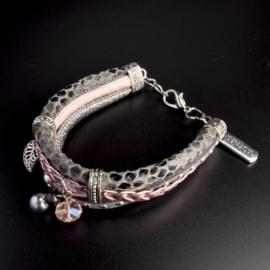 Prachtige armband, verstelbaar met metalen elementen w.o. bedel trust