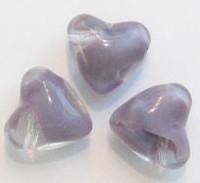 10 x  glaskraal hart transparant/lila gemeleerd 22 mm gat zit overdwars