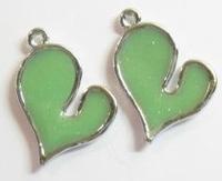 2 x  Metalen hanger hart met Groene Epoxy 26 mm