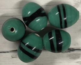 10 stuks ovale glaskralen met een zwarte lijn 13mm gat 2mm