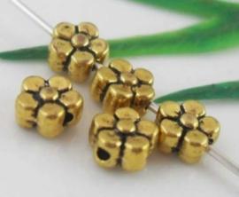 20 stuks kleine tibetaans zilveren bloem kralen 5,2 mm gat: 1,5mm goudkleur