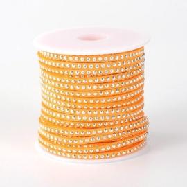 1 meter imitatie Suède leer 3mm met zilver aluminium studs oranje