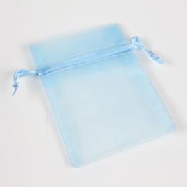 c.a. 100 stuks baby licht blauwe organza zakjes 7 x 9 cm