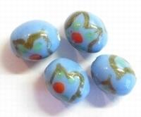 Per stuk Glaskraal India ovaal l.blauw versierd 16 mm