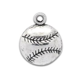 2x Tibetaans zilveren bedeltje van een honkbal bal 18 x 14,5mm oogje: 2mm