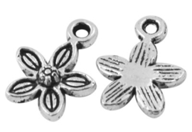 10 x Tibetaans zilveren bedeltje van een bloem 13,5 x 10 x 1,5mm gat 1,5mm