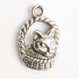 6 x bedel kat in rieten mand zilver kleur 22  x 14 mm oogje: 2mm
