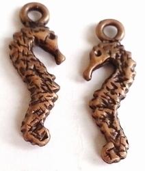 6 x  Antiek koperen metalen hanger zeepaardje 26 mm