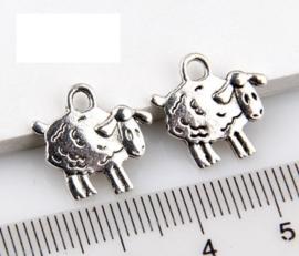 Tibetaans zilveren bedel van een schaap 15 x 15 x 2mm,oogje: 2mm