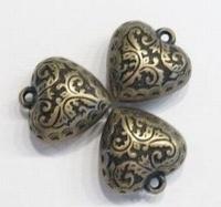 10x antiek gouden kunststof hanger bewerkt hart 22 mm