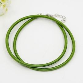 Prachtig zijden koord 3mm diameter, lengte c.a. 43cm incl. verlengketting mos groen