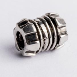 Be Charmed kraal zilver met een rhodium laag (nikkelvrij) c.a.12x 9mm groot gat: 4mm