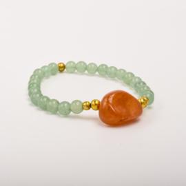Per stuk Prachtige kralenarmband groen/goud met elastiek, voorzien van mooie edelsteen