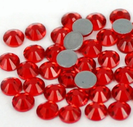 10  x  Swarovski flatback  strass steentje 6mm Red