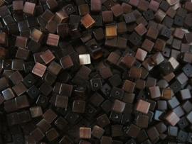 20 stuks Glaskraal kubus cate-eye 4mm donker bruin