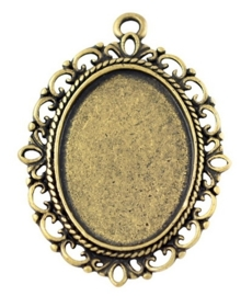 Houder R:  Prachtige Camée of Cabochon houder  39 x 29mm. Binnenzijde: 18 x 25mm Oogje 2mm geel koper