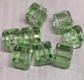 1xprachtige kubusvormige facet glaskraal groen4x4 mm gat 1mm