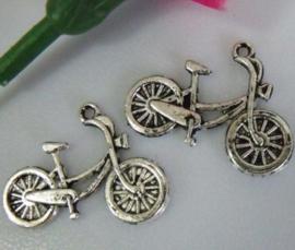 10x Tibetaans zilveren bedel van een oma fiets 18 x 26mm