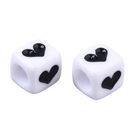 10 x  tussen cijfer en letter kraal vierkant van acryl wit met zwarte hartjes ca. 6mm (Ø3,5mm) ♥