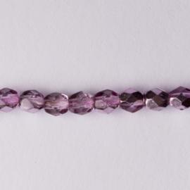 Streng met c.a. 118 stuks ronde Tsjechië facet kristal kraal afm: 4mm Kleur: roze gat c.a.: 1mm