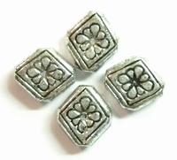 10 stuks Antiek zilveren metallook kraal ruit met bloem 10 mm