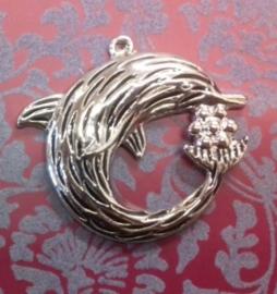 Per stuk Zilverkleurig metalen hanger dolfijn met zwart 48 mm