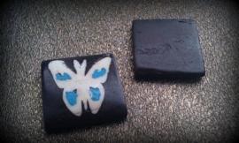 5 x houtenkraal donker bruin met vlinder erop 26 mm
