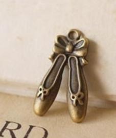 4 x Tibetaans zilveren ballet schoen bedel 21 x12 x2mm geel koper kleur