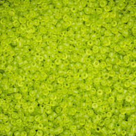 Zakje mooie rocailles c.a. 20 gram 12/0 frosted rocailles Appelgroen