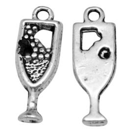 5 x tibetaans zilveren bedeltje van een wijn glas 20 x 7 x 2mm Gat: 1,5mm