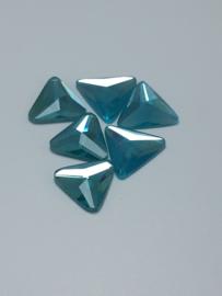 10x Prachtige licht blauwe plaksteen driehoekig 15mm