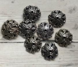 10 Stuks half bolvormige zilverkleurige metallook kralenkapjes 10mm gat 1mm