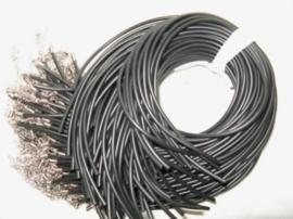Rond rubberen koordje 2mm compleet met sluiting 48 cm
