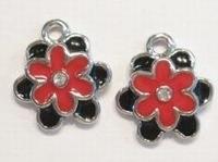 Per stuk Metalen bedel bloem met rood/zwarte epoxy en strass  18 mm