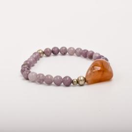Per stuk Prachtige kralenarmband paars/zilver met elastiek, voorzien van mooie edelsteen